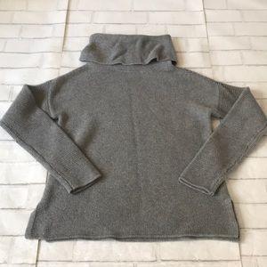 Banana Republic Women's Small turtleneck sweater